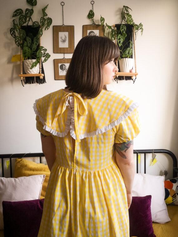 sukienka z kołnierzem